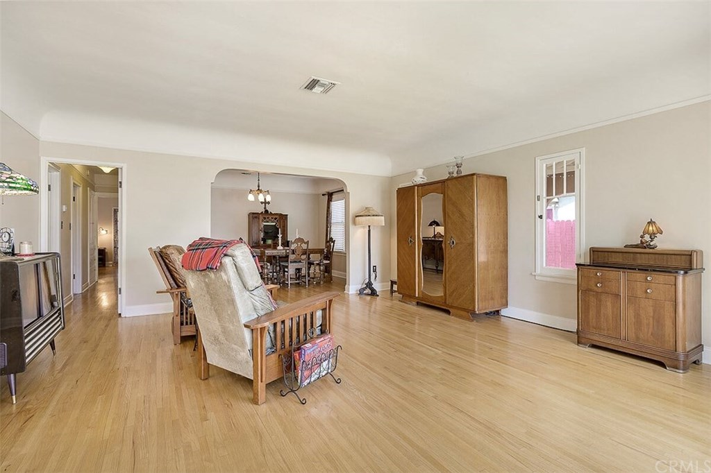 529 W Whiting Avenue-5