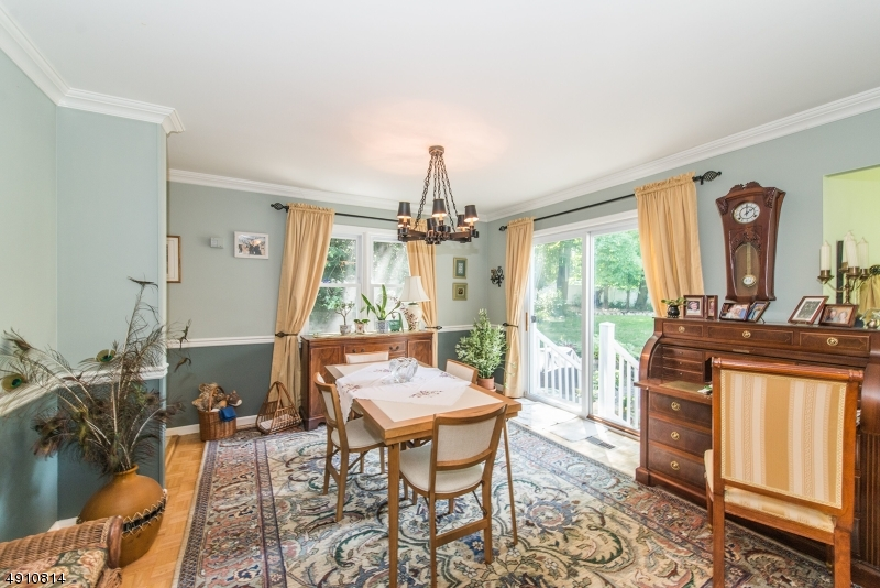 9 HERITAGE MANOR DR-3